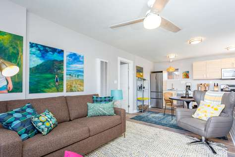 REDUCED! CLEAN/SAFE, Sun Light/Bright, Walk to Beach/Ocean/Mission Bay, Sleeps 4