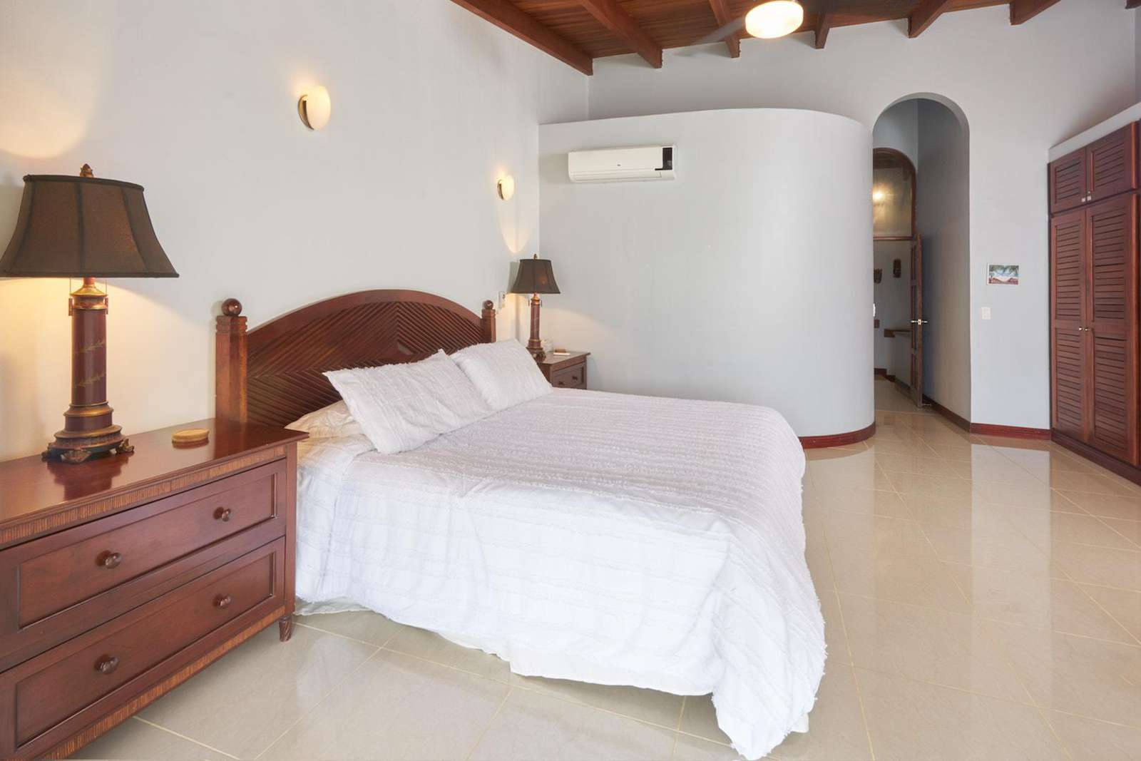 Master bedroom, king bed, ensuite bathroom