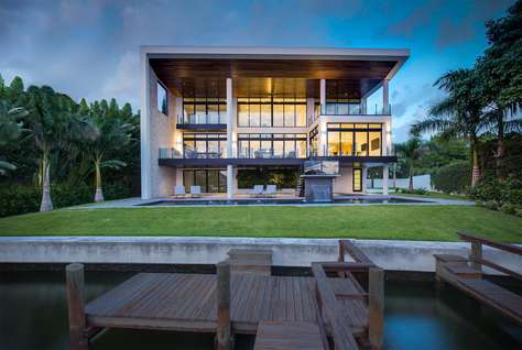 Luxury waterfront 5bed/5.5bath nestled in Harbor Acres