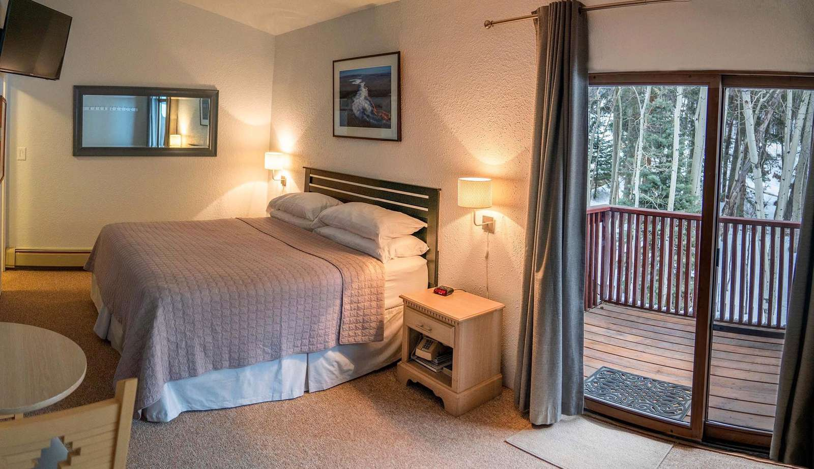 Studio Suite w/ king bed and balcony