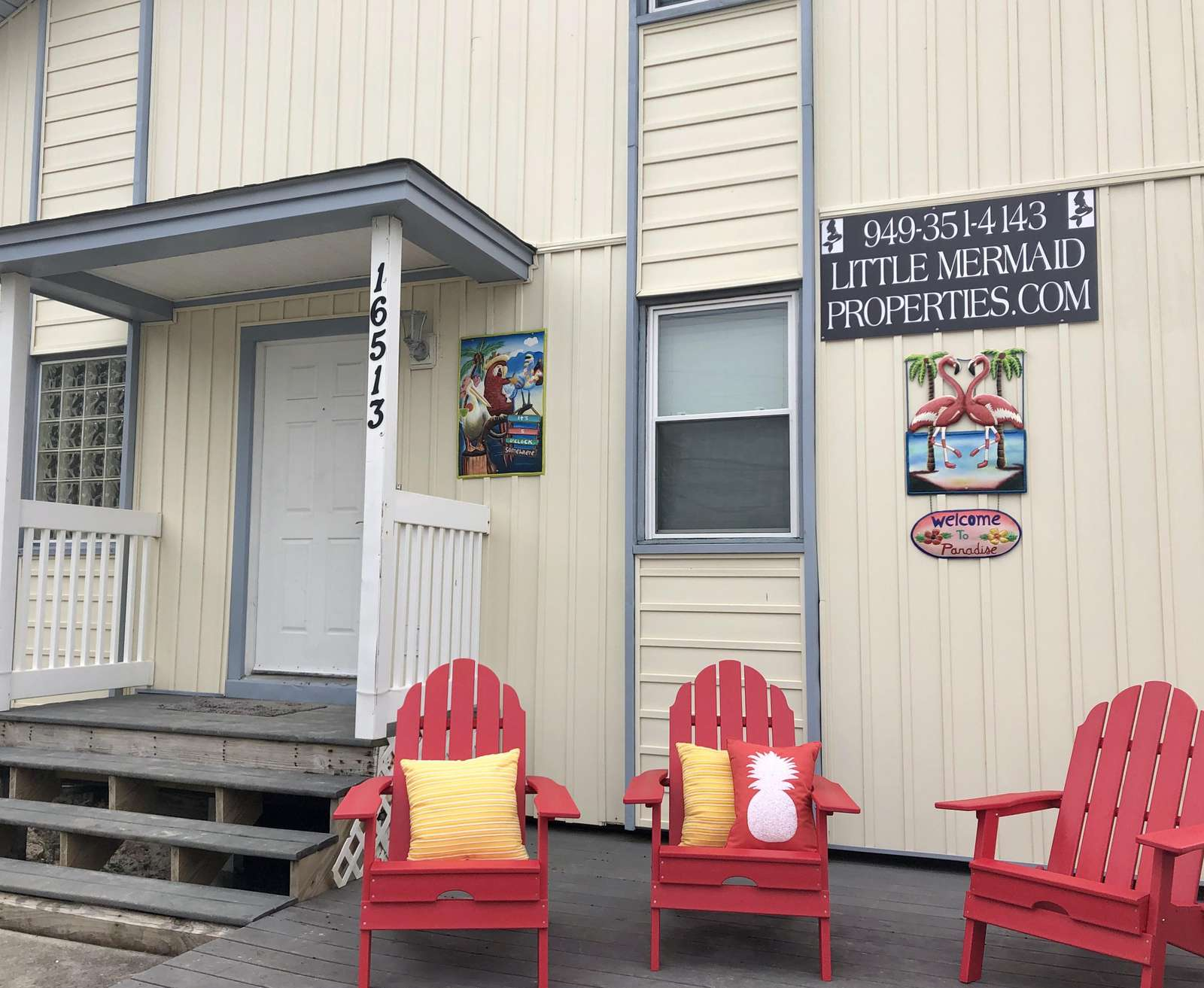 Front porch Of dusty pelican with 4 comfy chairs