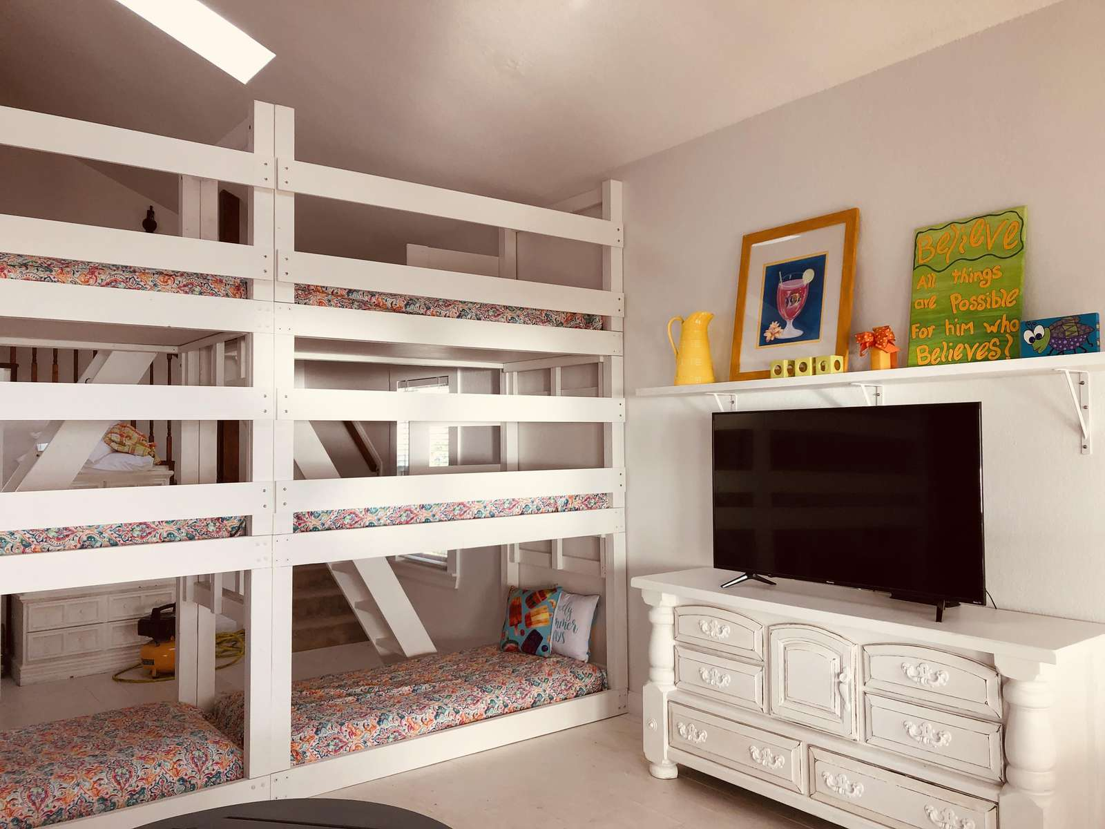 bunk room that sleeps 6 people