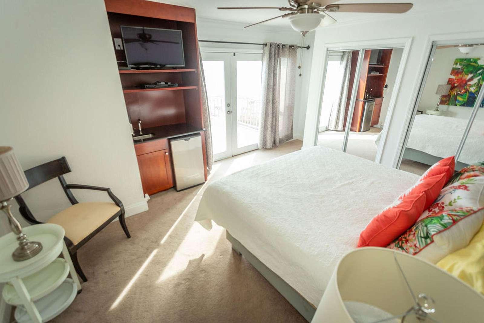 Br 2 has small fridge, flat screen and deck overlook gulf