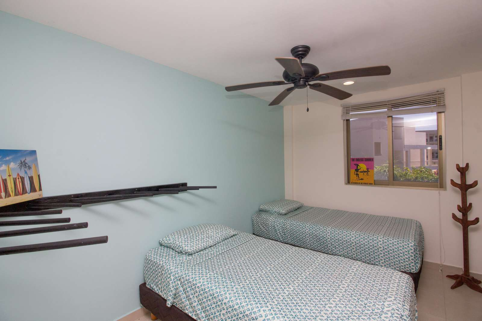 2 twin beds in lower bedroom off parking area with ensuite bath and surfboard rack