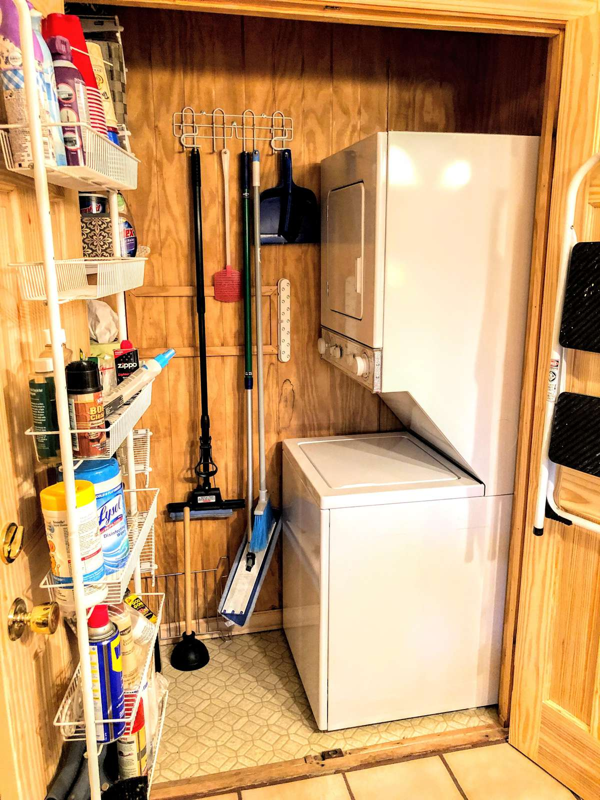 Washer/Dryer combo in kitchen closet; be sure to bring detergent.
