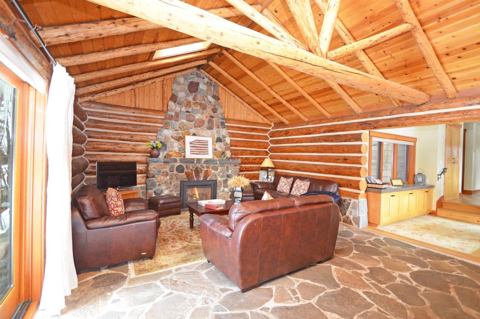 Mountain Ash Log Cabin | North Lake Tahoe Log Cabin Charm