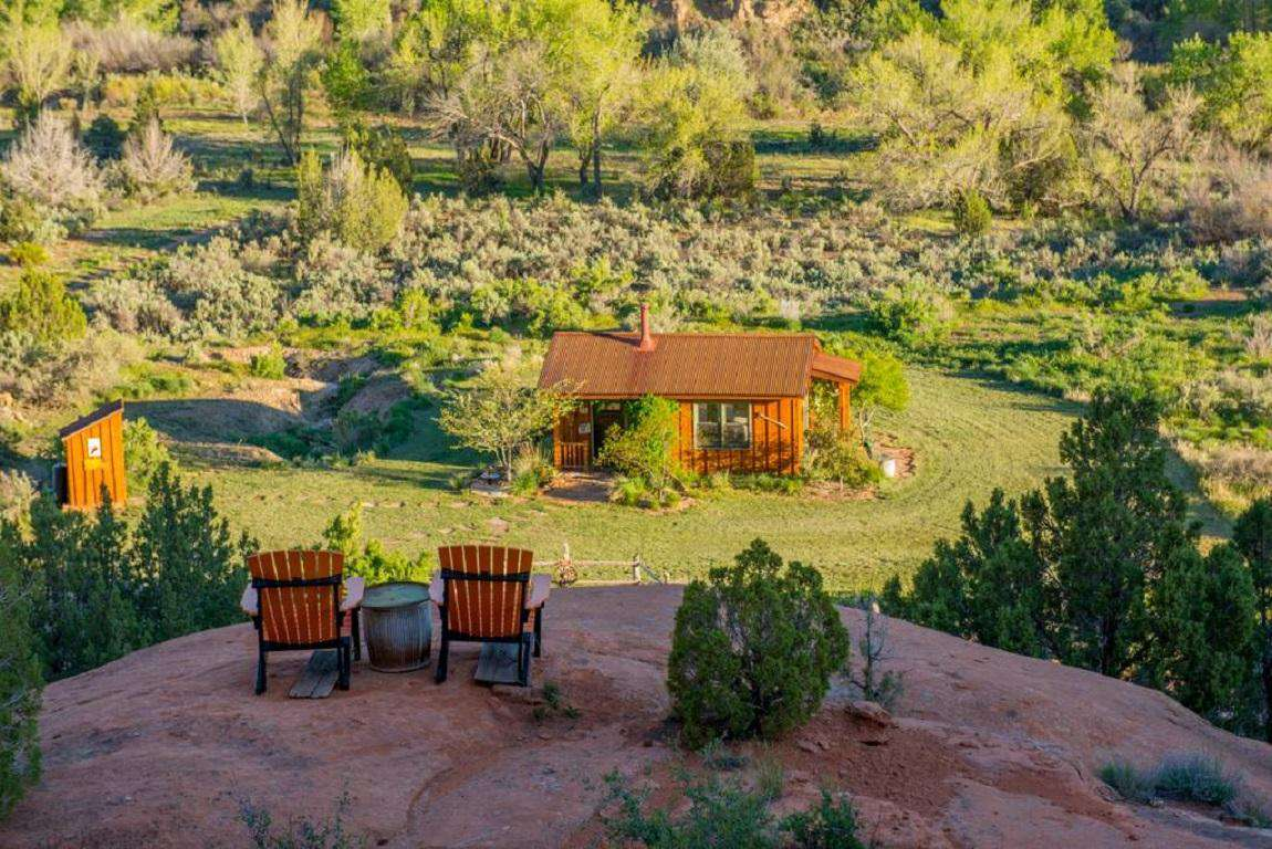 Enjoy a glass of wine or your morning coffee overlooking the canyons and vistas - a 3 min climb from the Cabin.