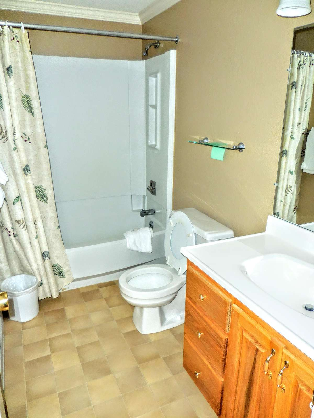 Full-sized second bathroom in hallway includes tub and shower.
