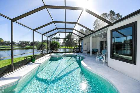 Lakefront villa 3bed/2.5bath with pool in Bradenton