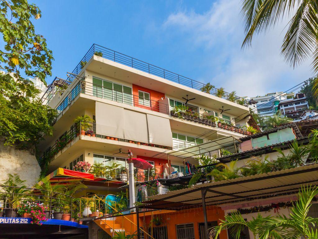 Street view of Bella Loma Condominiums