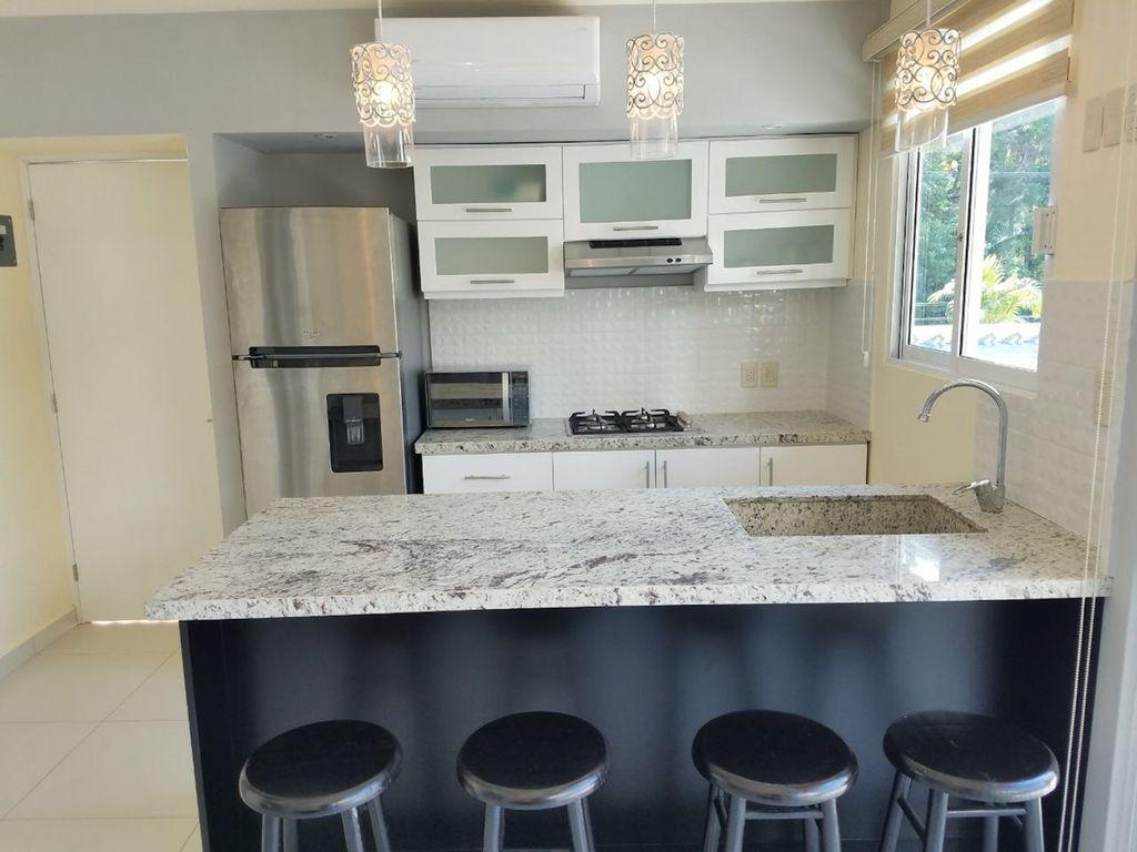 Granite kitchen. Bar provides addt'l dinning space or use as work station.