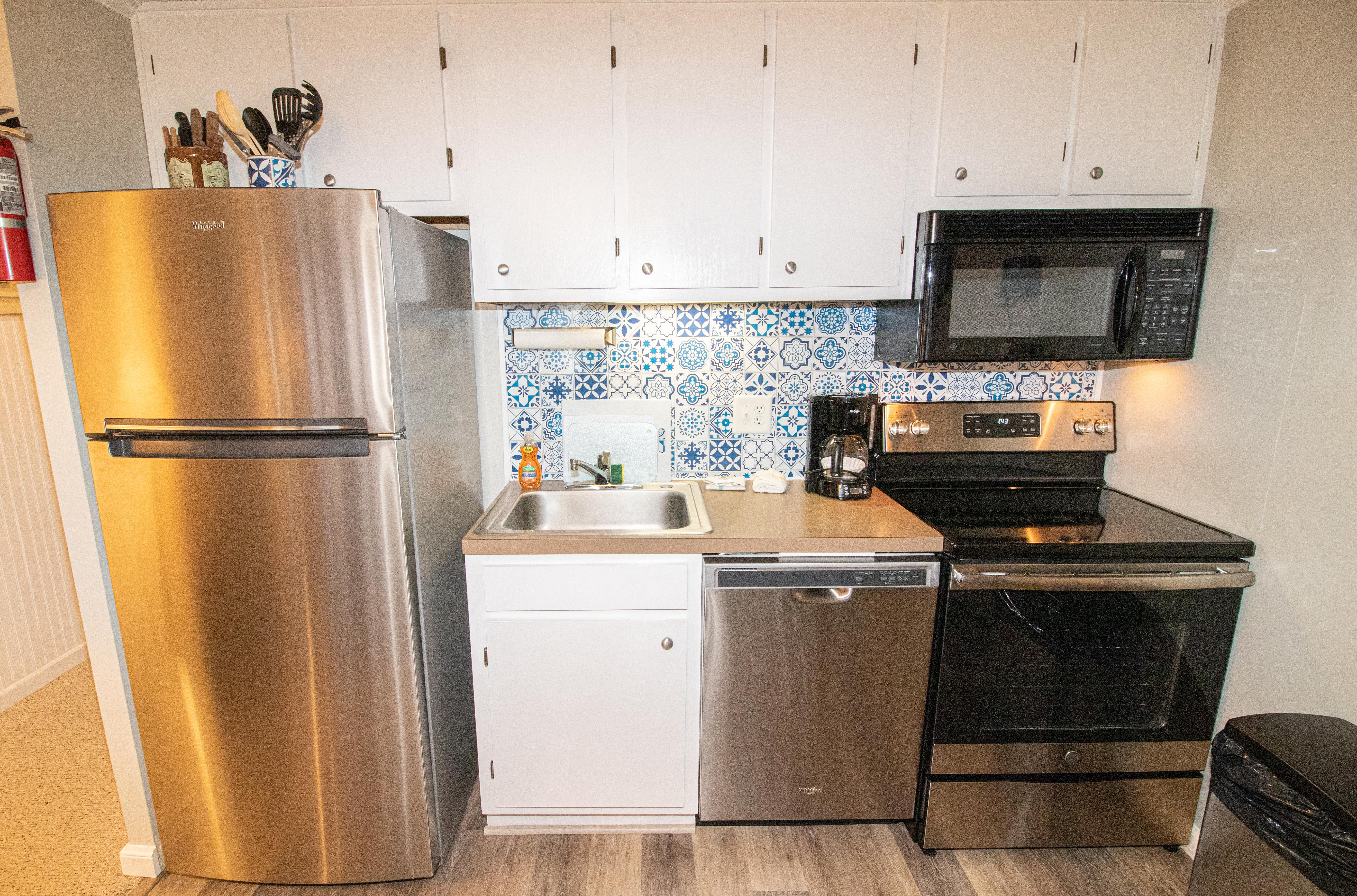 Fully-equipped kitchen with all the appliances you need to cook your own meals!