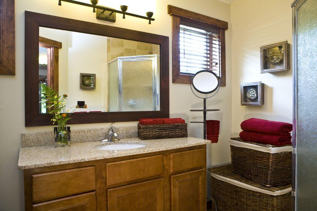 3 FULL Bathrooms, one on each floor!