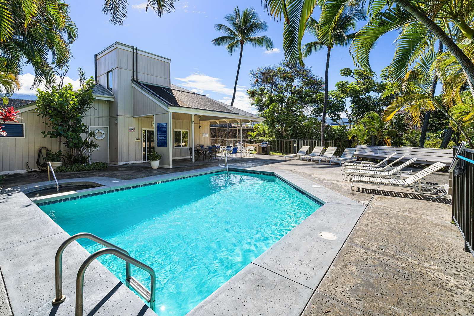 Kailua Bay Resort has a large pool/spa & BBQ area.