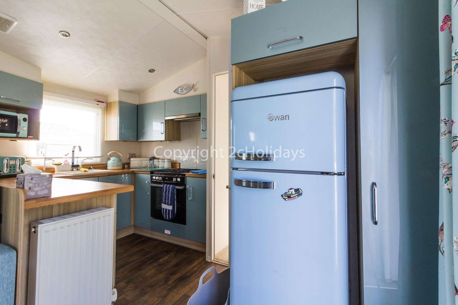 Great kitchen with a full size 'smeg' style fridge freezer and washer/dryer!