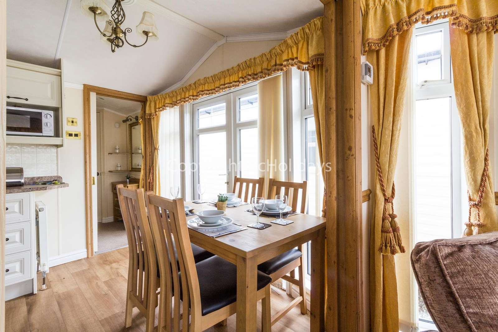 A spacious dining area, great for family time!