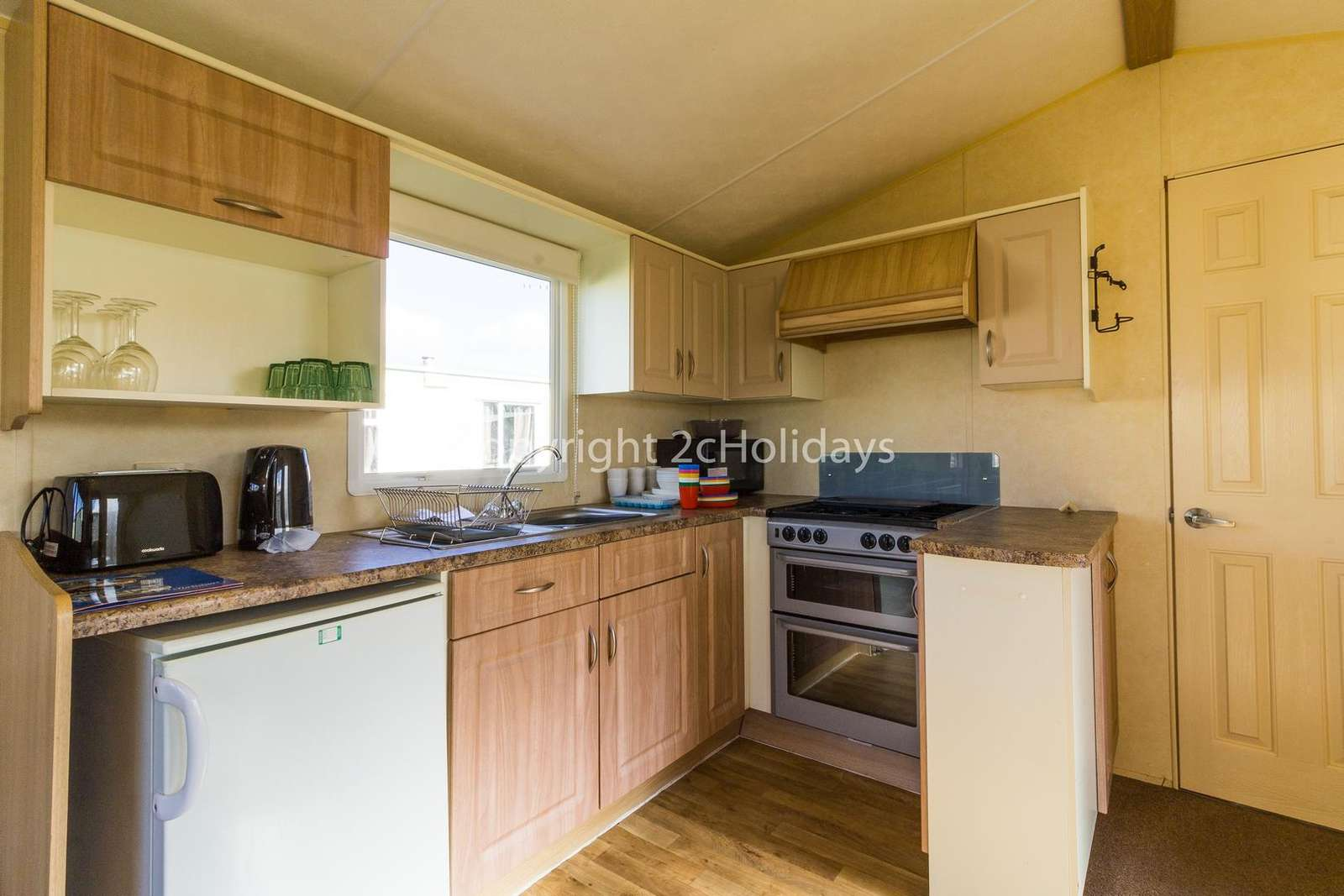 Fully equipped kitchen, ideal for self-catering holidays