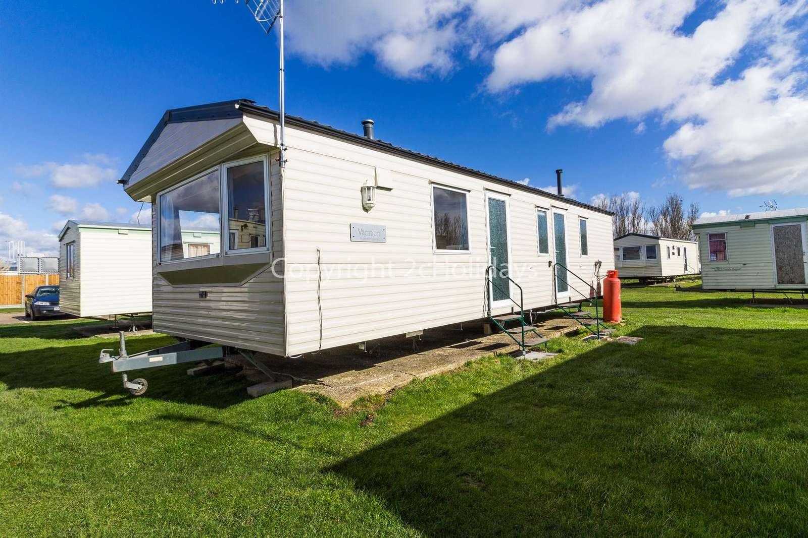 Lovely caravan and spoilt for choice with access to 3 different holidays parks!