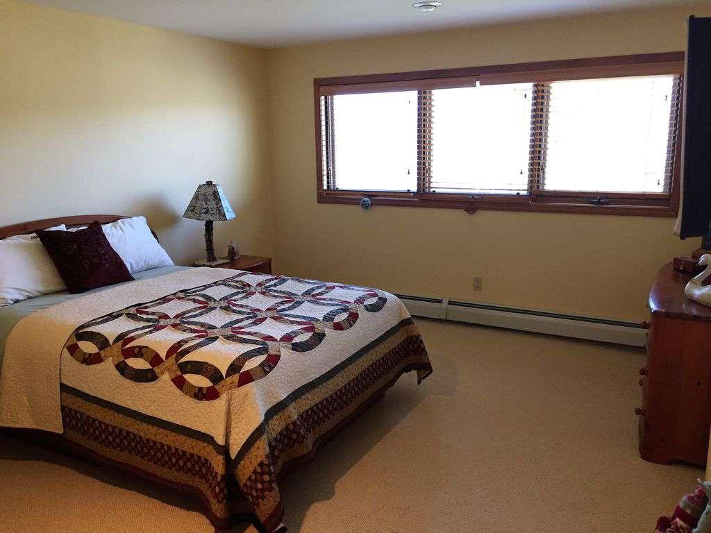 Lower floor Queen bedroom