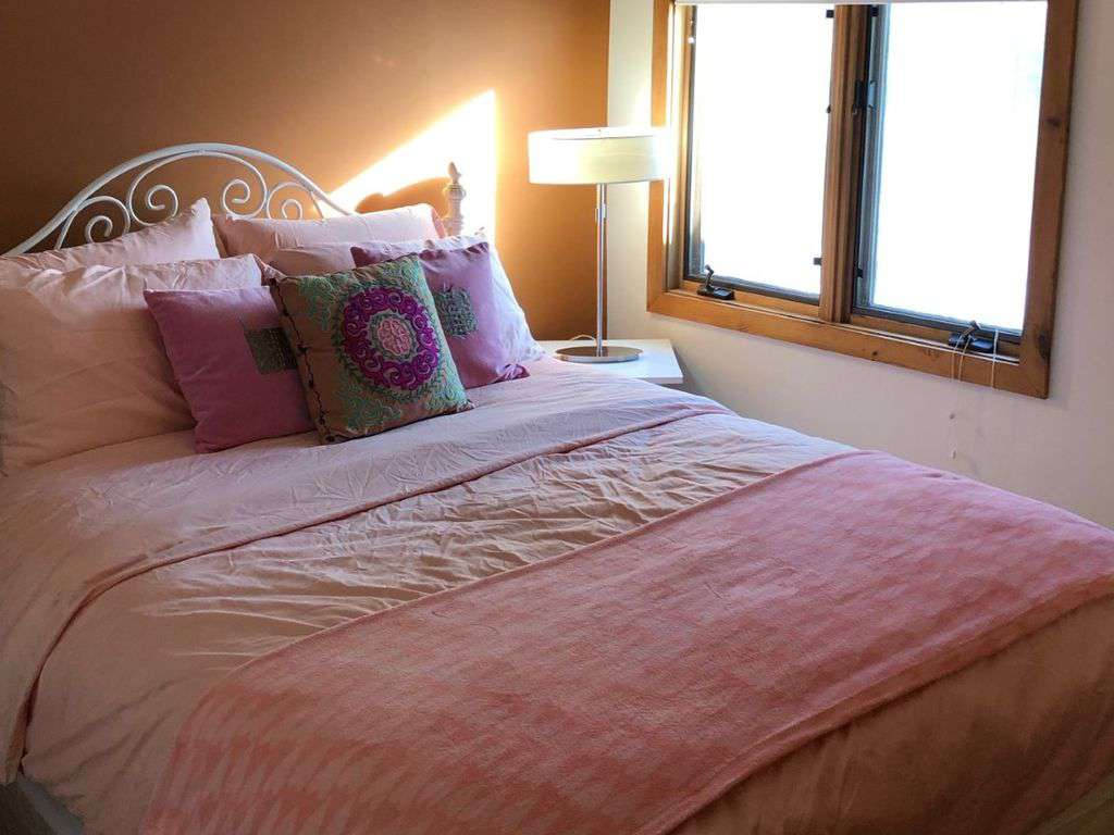 bedroom 2, with queen bed