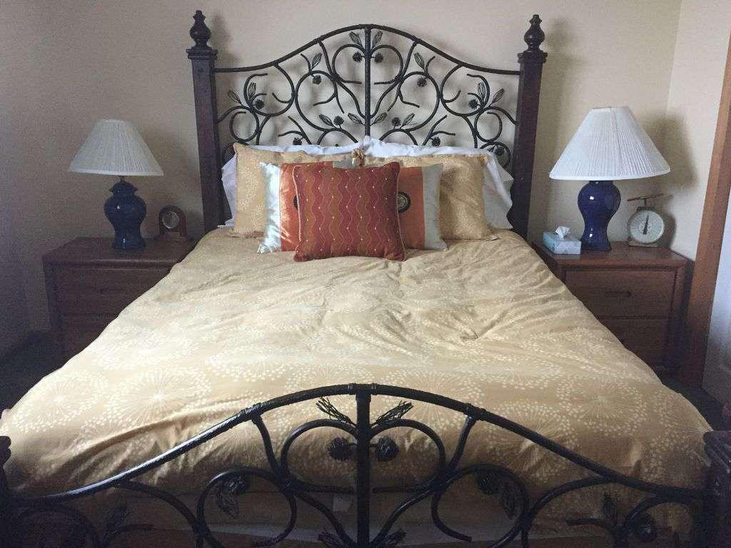 2nd queen bedroom upstairs