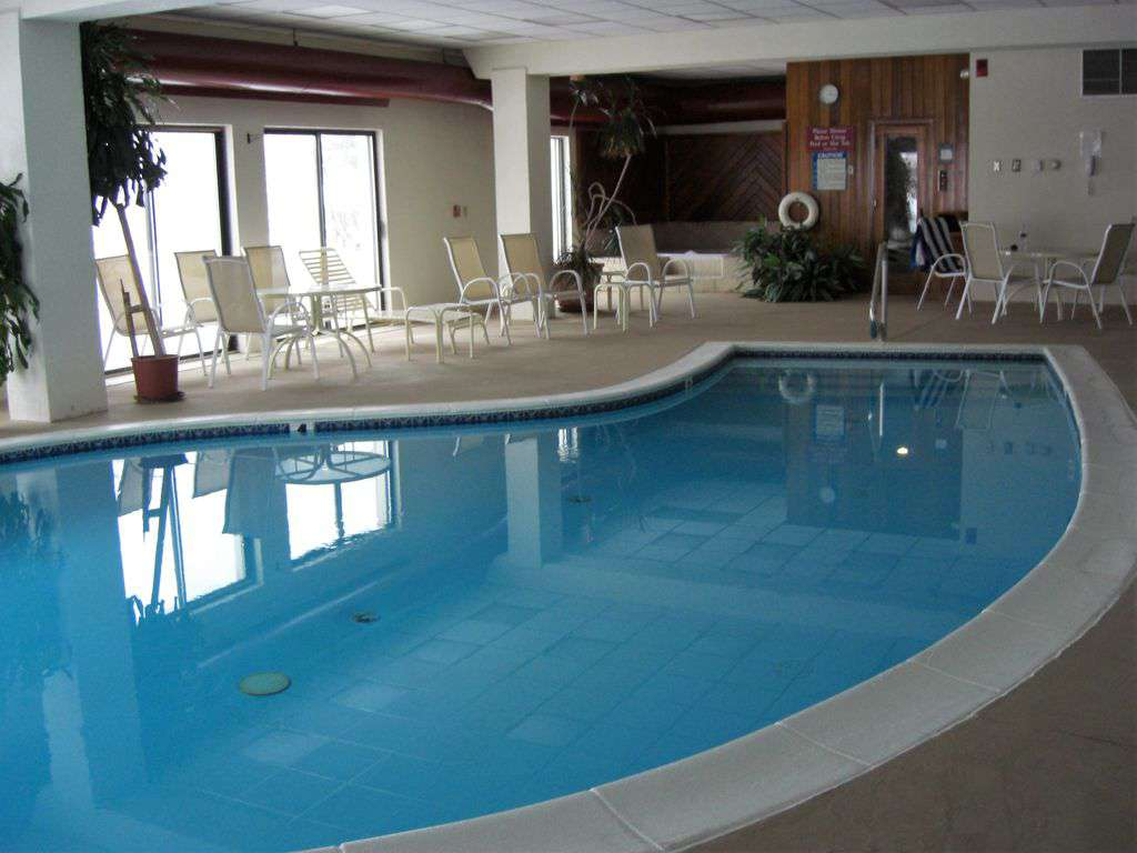Pool and hot tub in amenities center