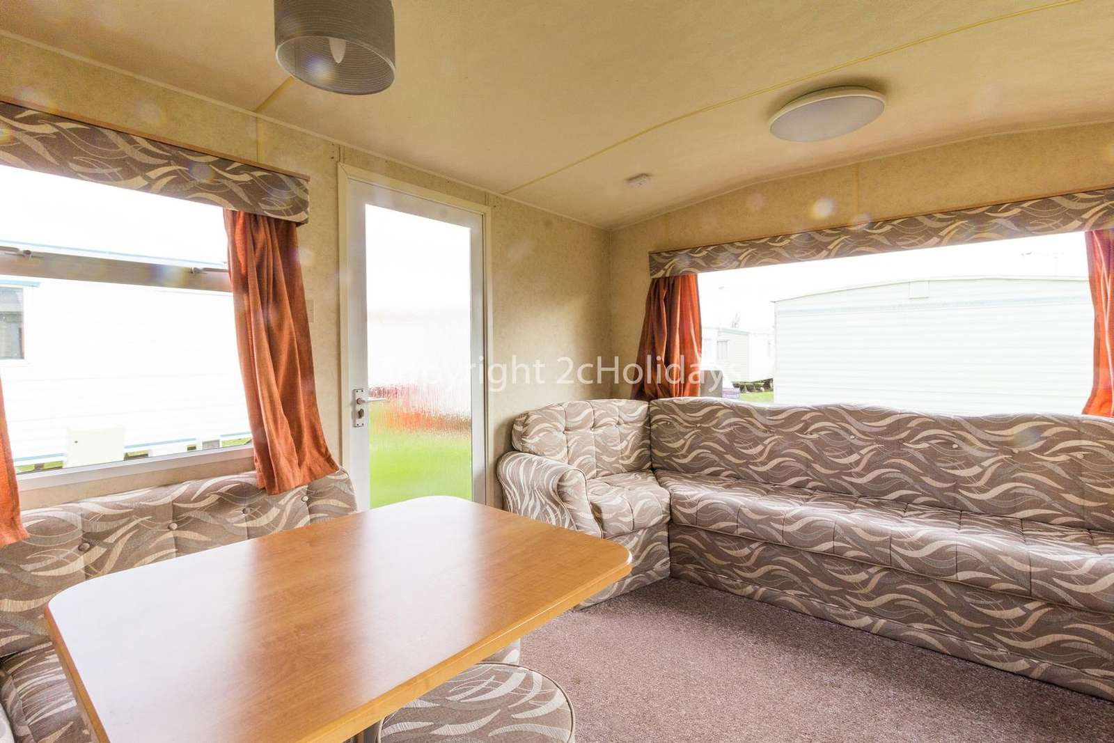 Spacious lounge/dining area, great for families