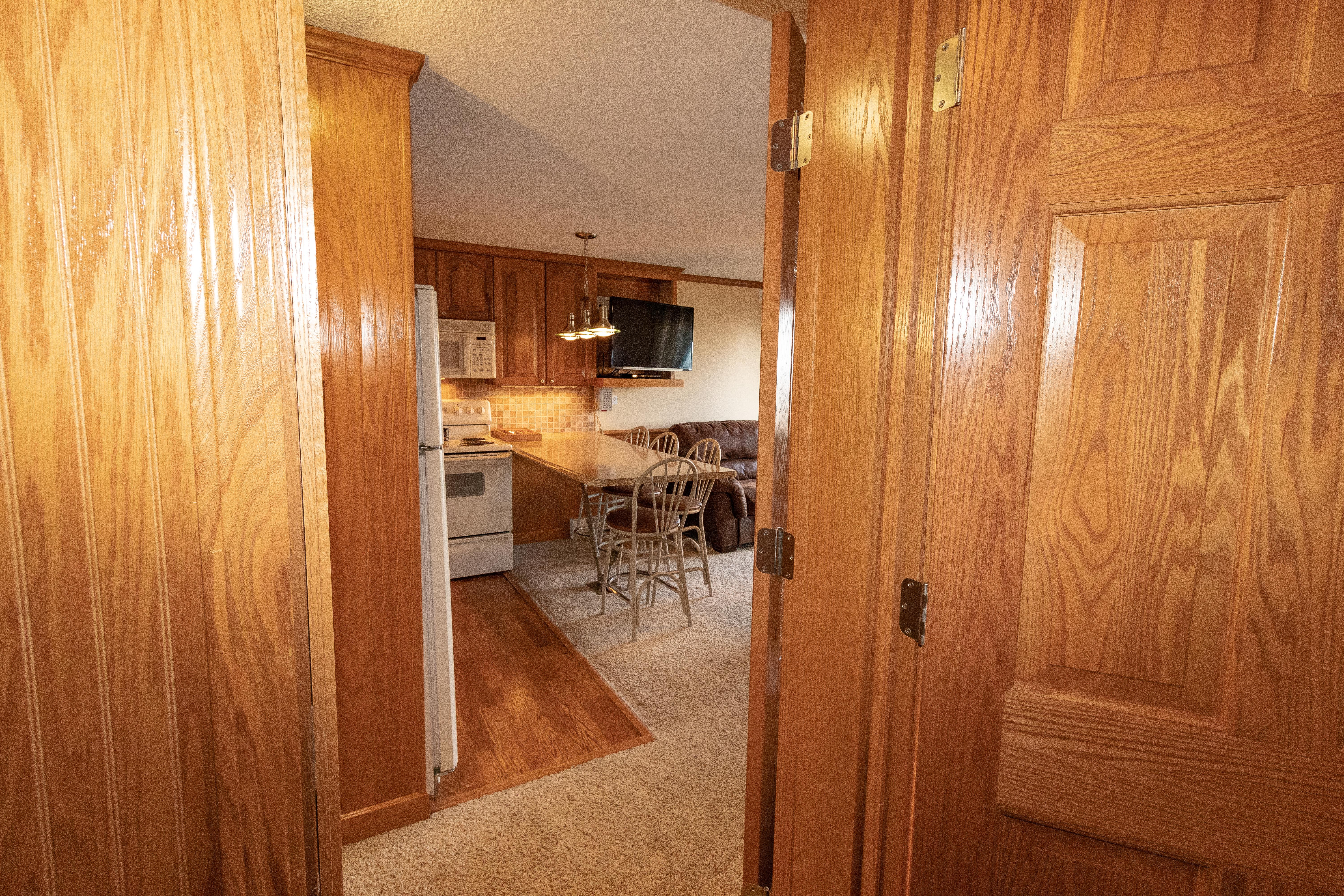 Connects to next door unit ML326 (rented separately)