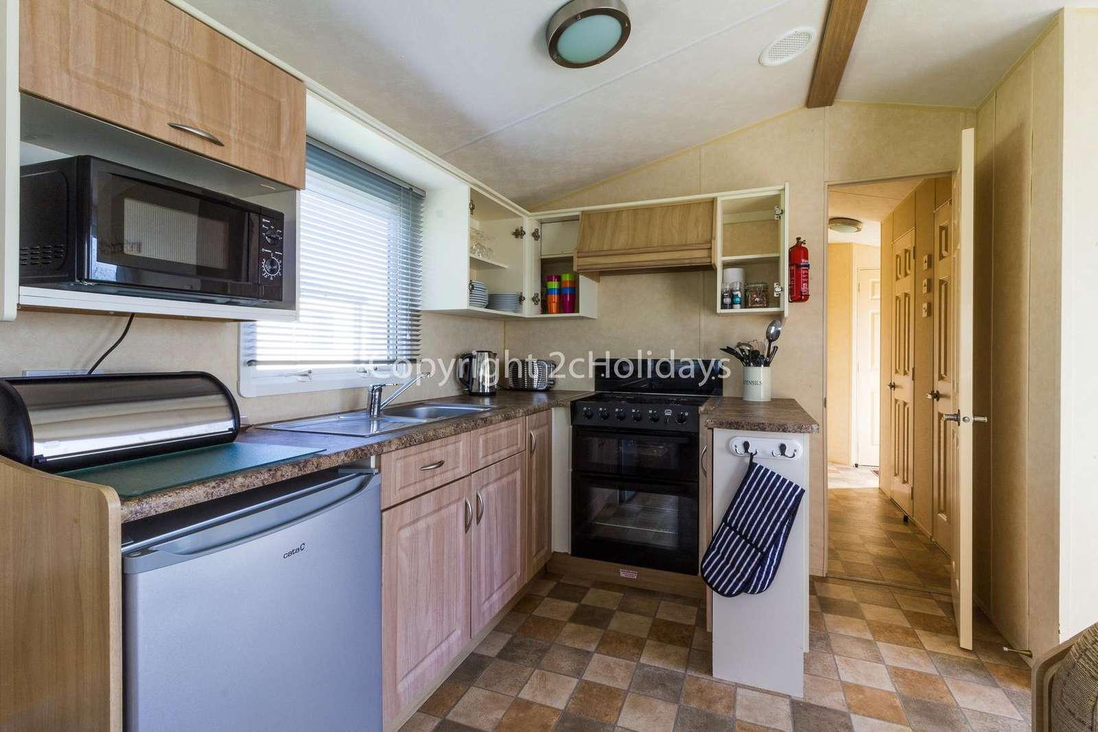 Fully equipped kitchen, perfect for self-catering breaks!