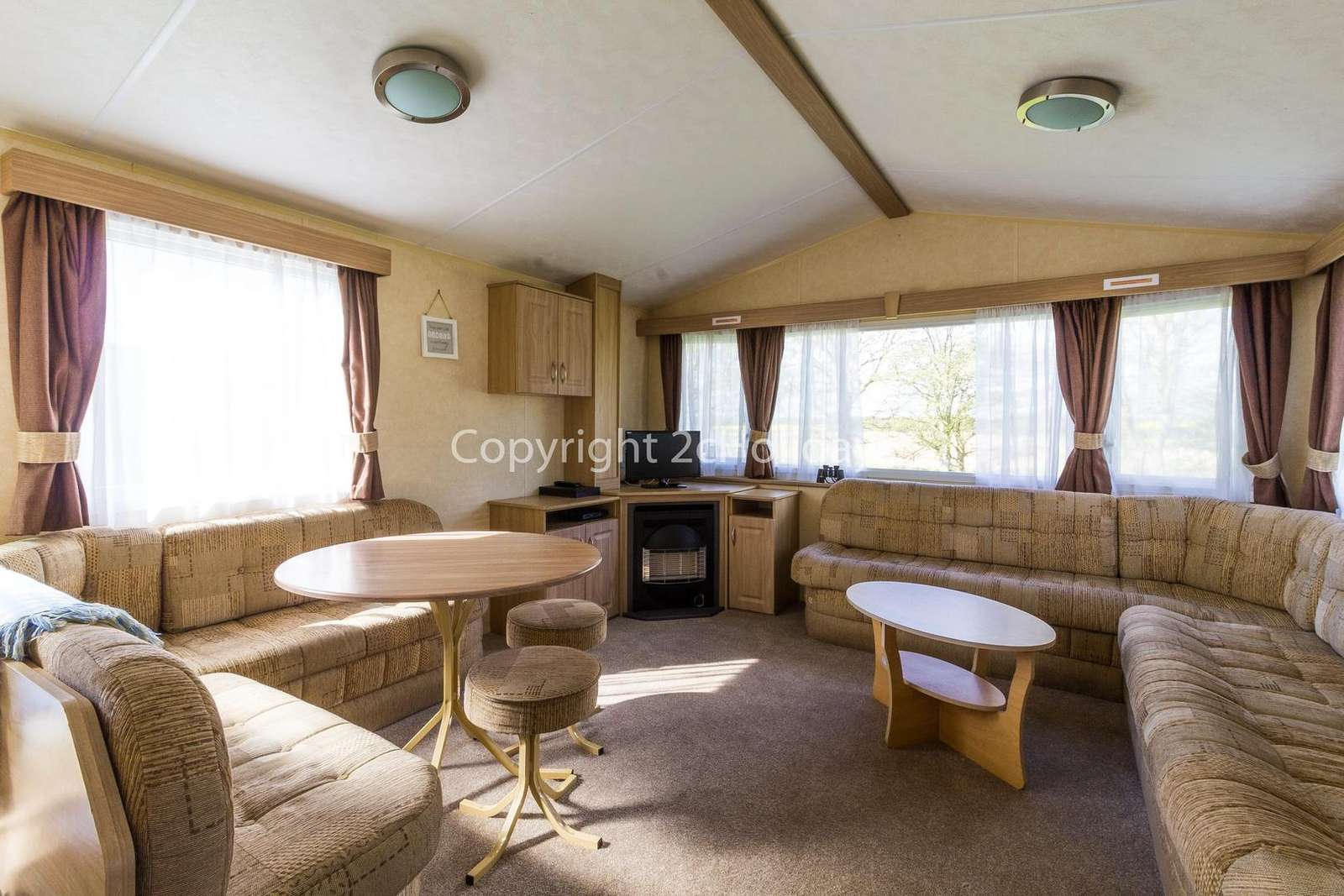 Spacious living/dining area, ideal for families