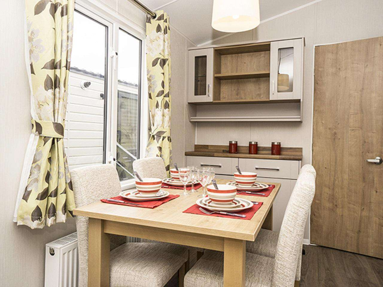 Perfect place to dine with family or friends in this self-catering accommodation!