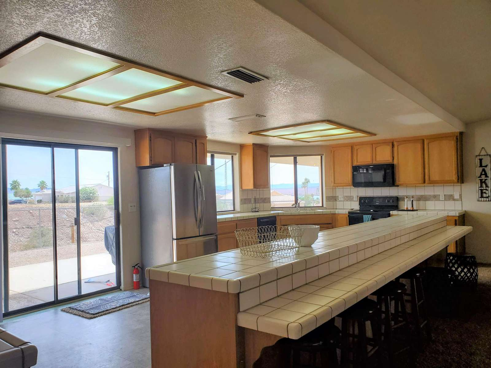 HUGE Kitchen with Mountains/Lake View