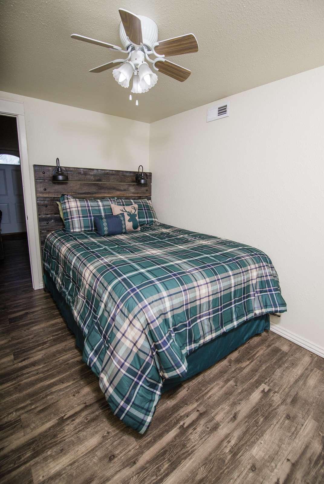 Queen bed in Cabin One bedroom.