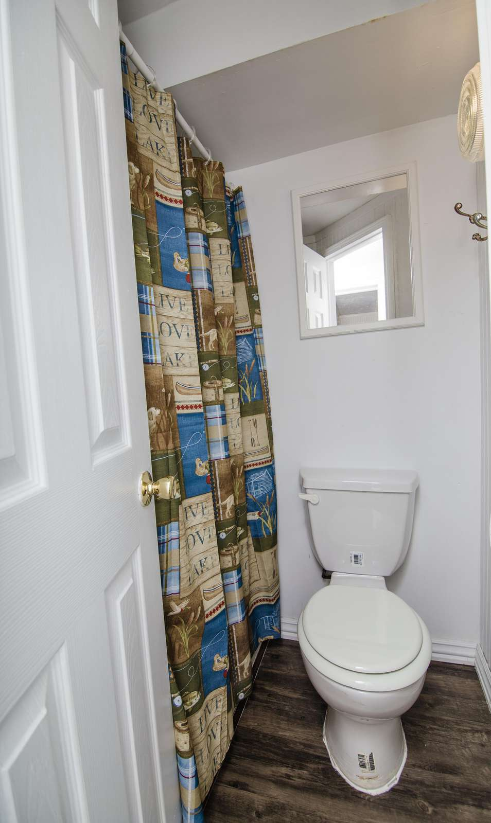 Cabin One bathroom