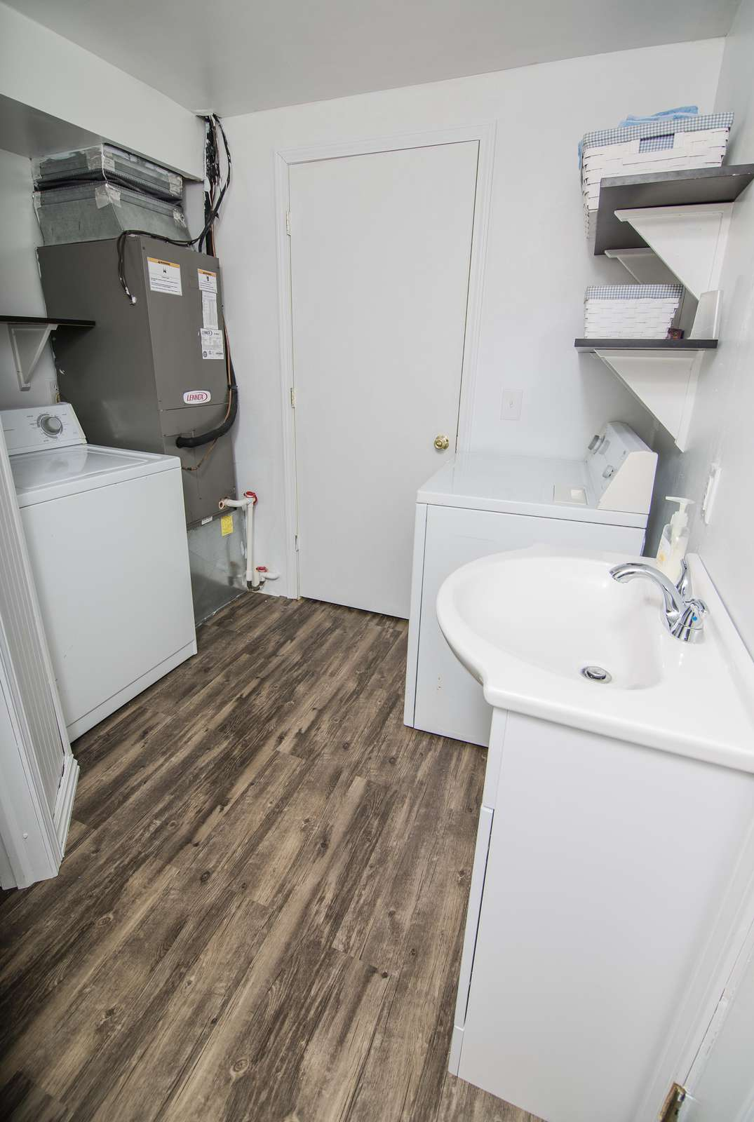 Full size washer and dryer in laundry/washroom