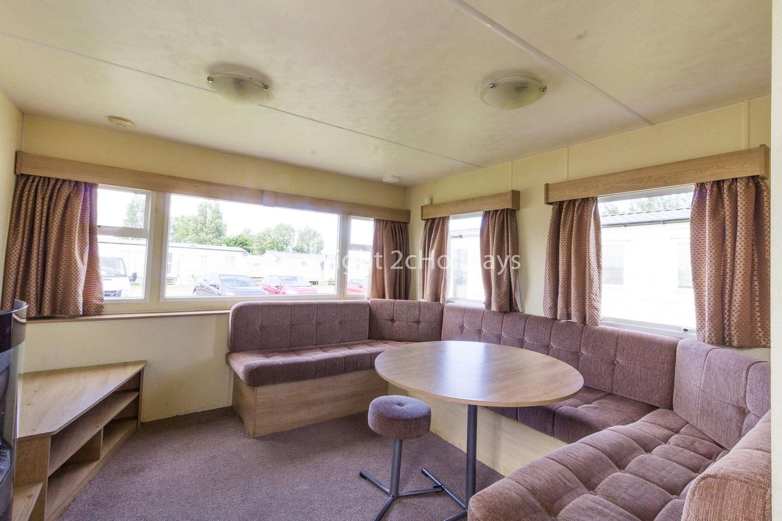 Open plan living/dining area, great for families!