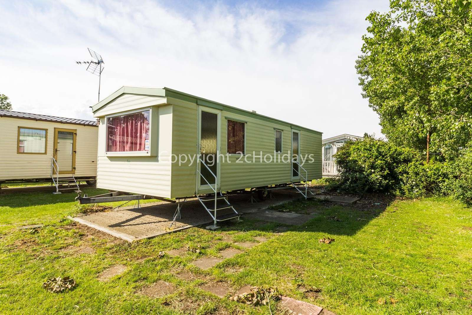 Cosy mobile home sited on a brilliant family holiday park with great amenities