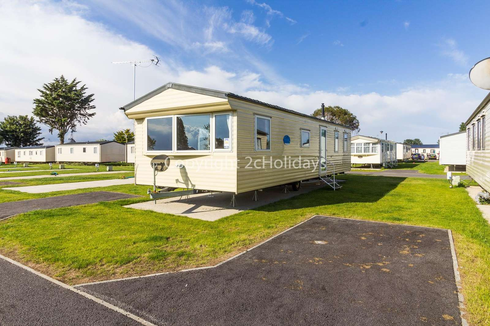 Lovely caravan on a fantastic holiday park with great amenities