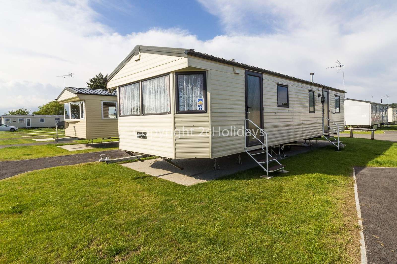 Great caravan which can comfortably sleep two families!