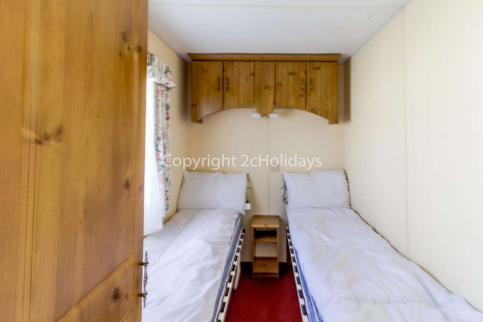 A cosy twin bedroom with plenty of storage!