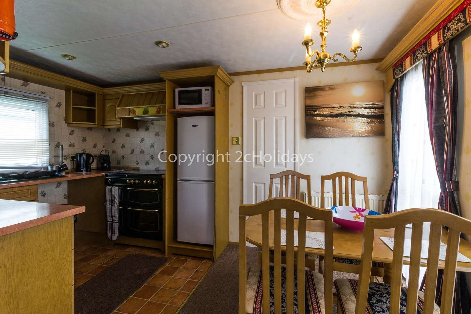 Open plan kitchen/dining area, ideal for families!