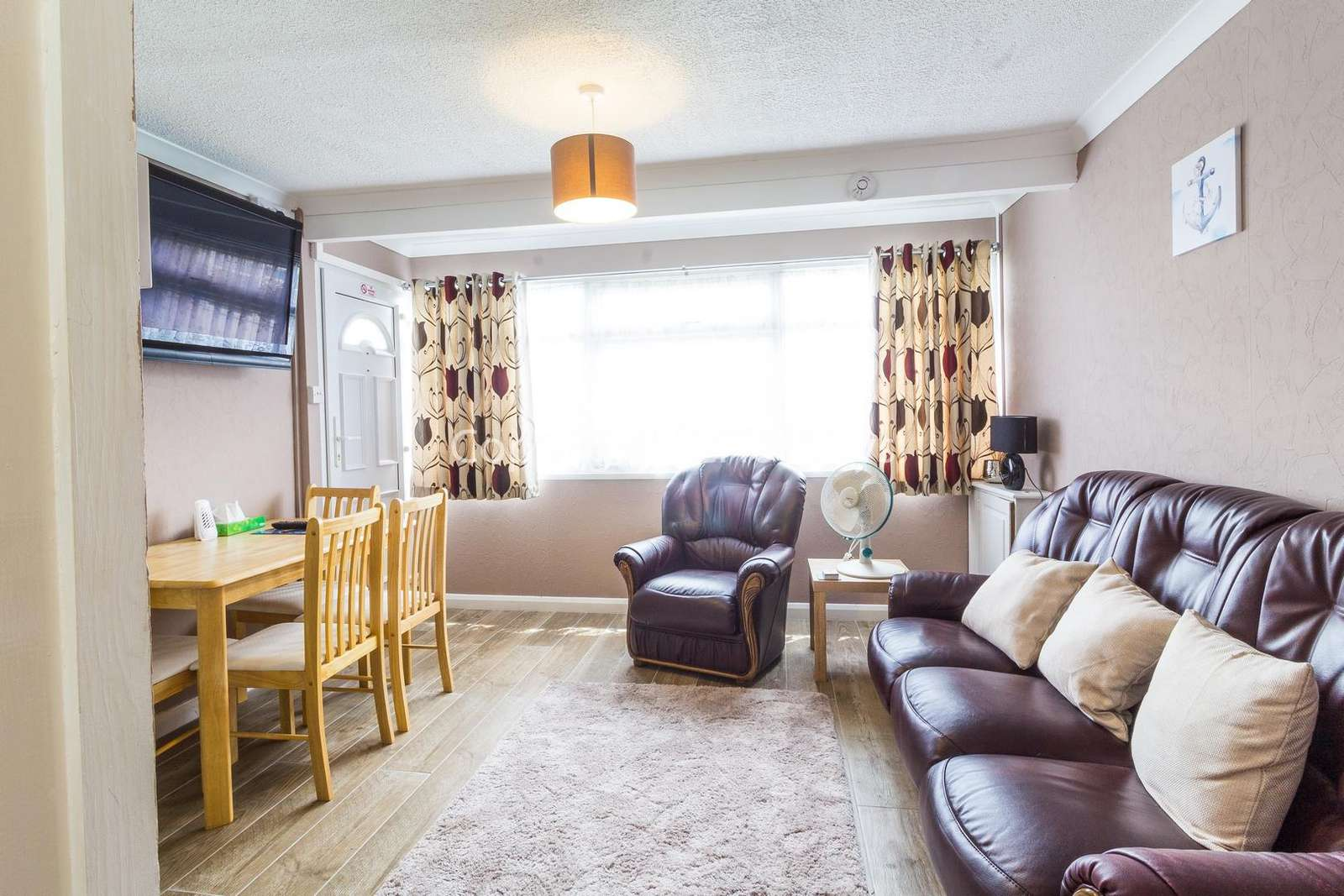A cosy living/dining area, great for families!