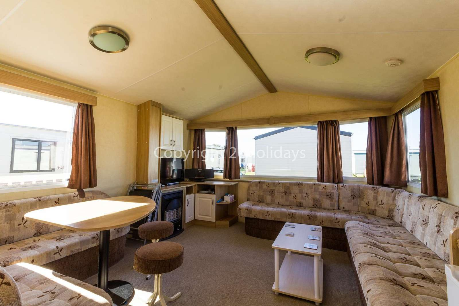 Spacious open plan living/diner