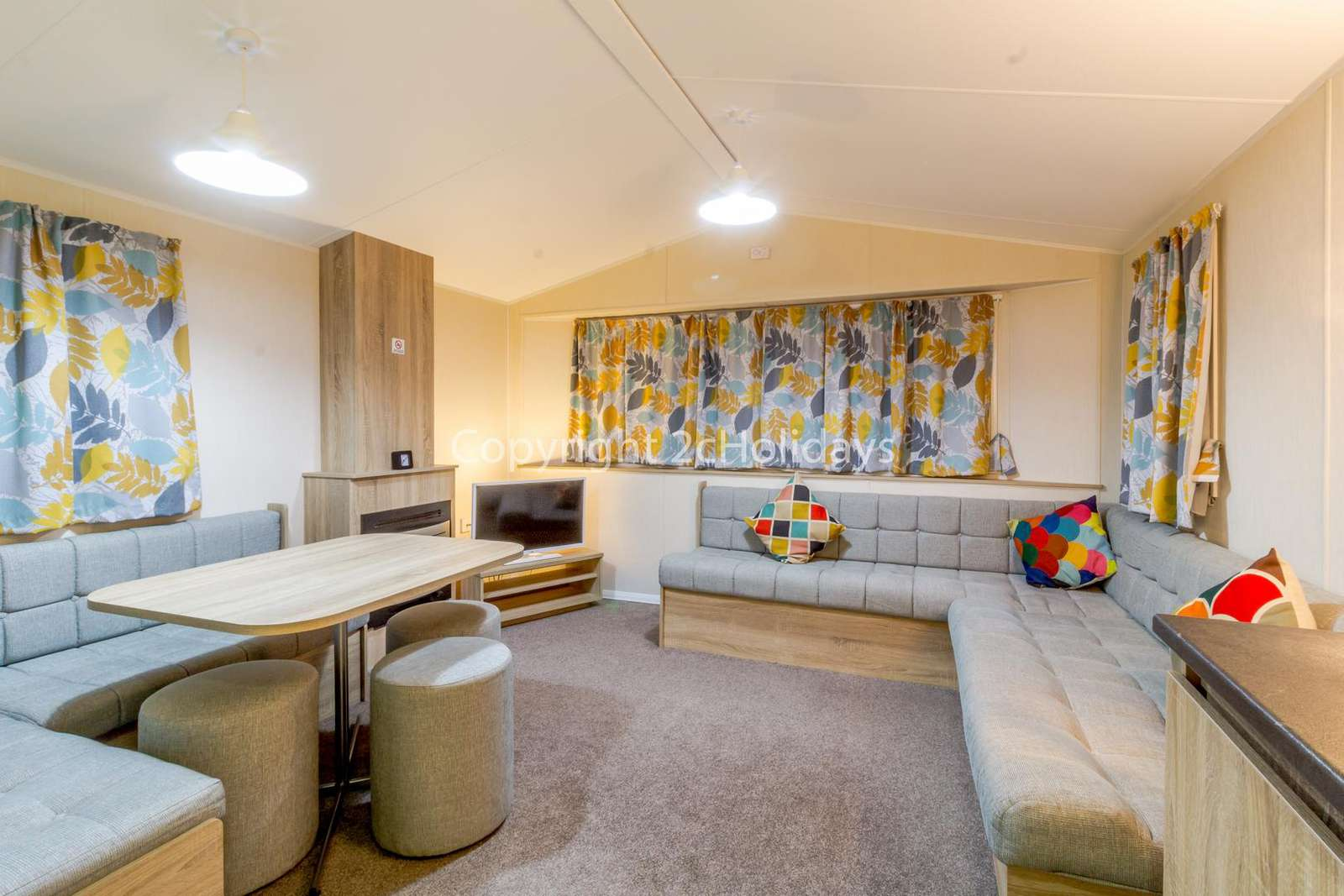 Spacious and open plan lounge/dining area, ideal for families!