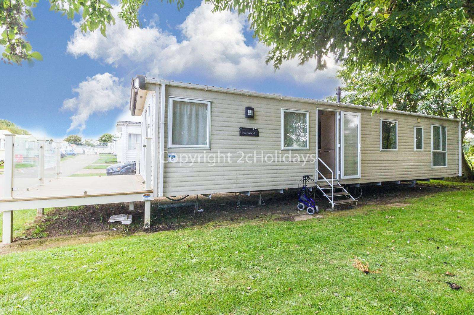 Superb 8 berth caravan on a fantastic family friendly holiday park!