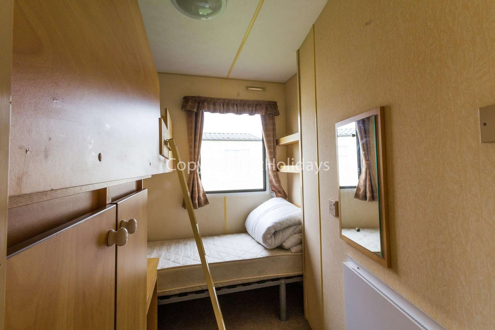 Twin room with one single bunkbed!