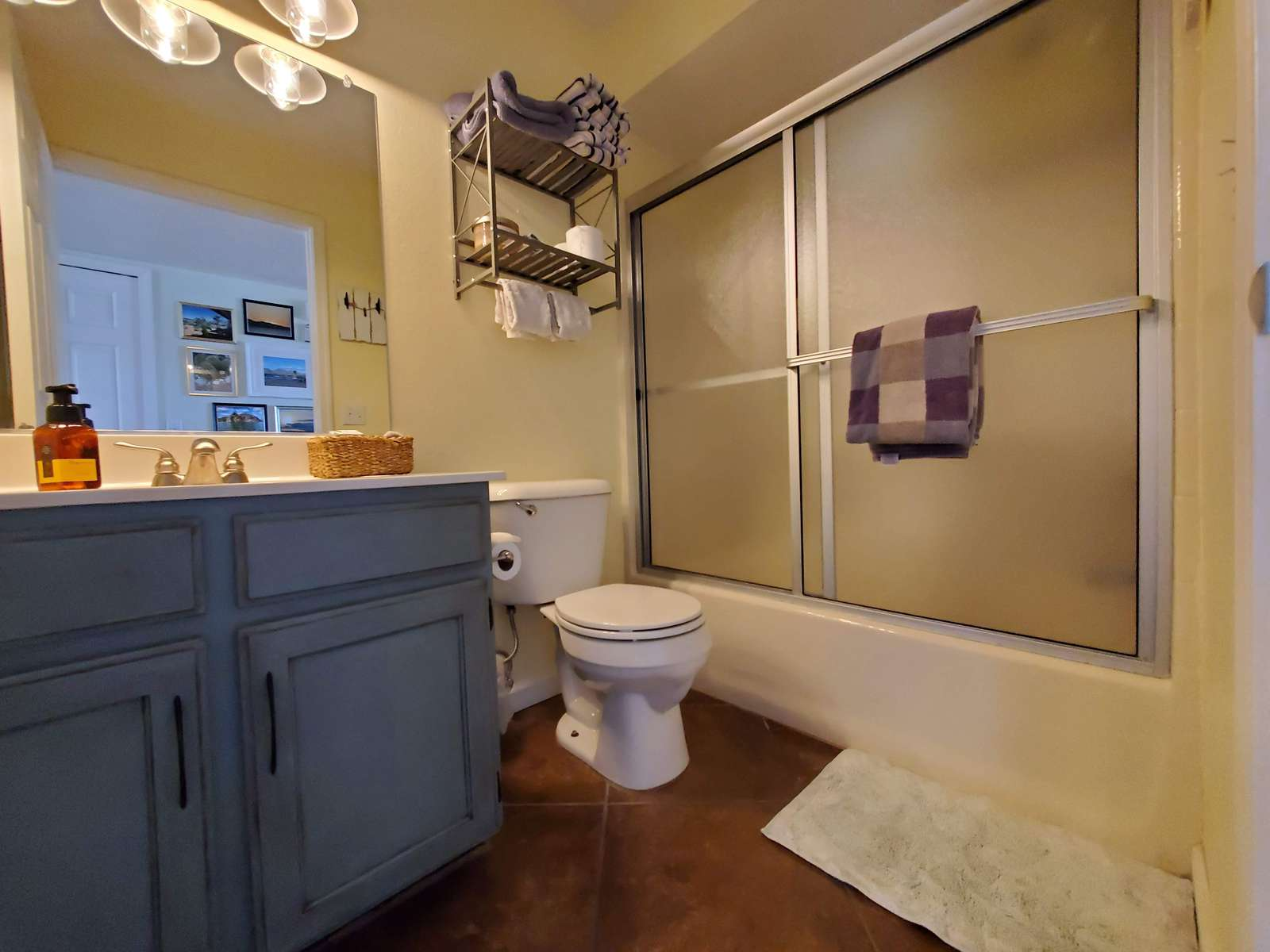 Guest Bath off Main Living Area