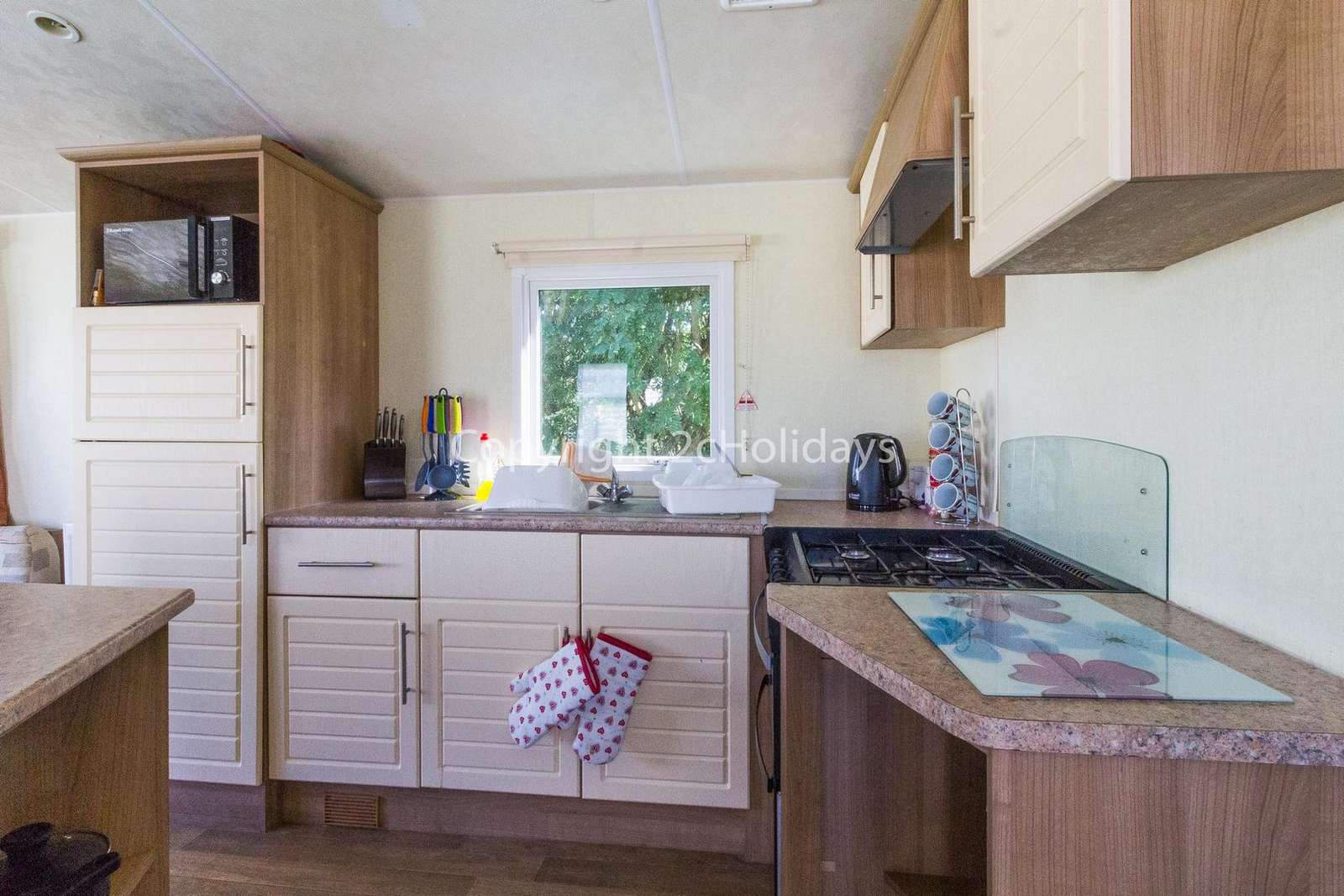 A fully equipped kitchen, perfect for self-catering holidays