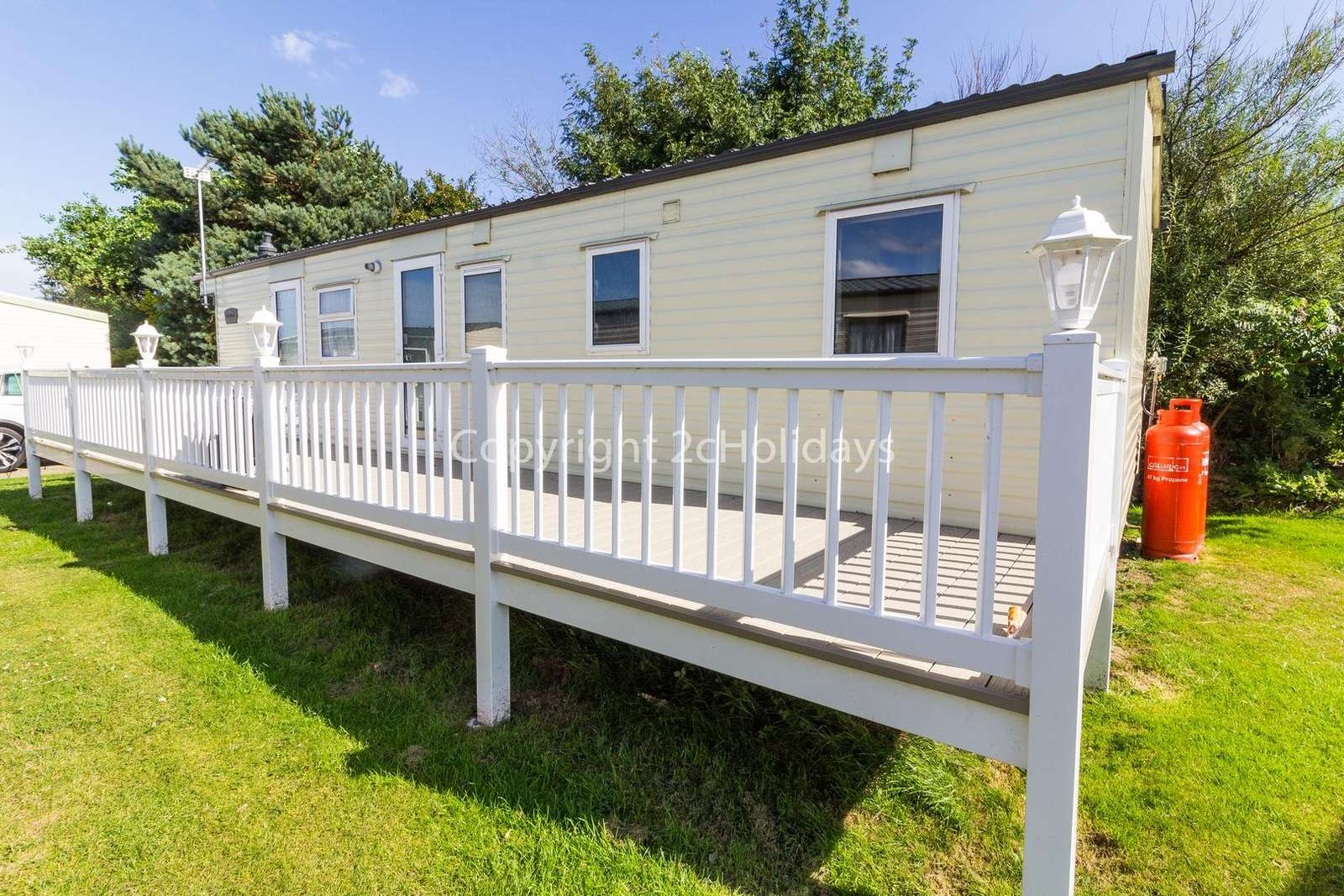Gated enclosed decking, perfect for families and you dog(s) in this pet-friendly accommodation