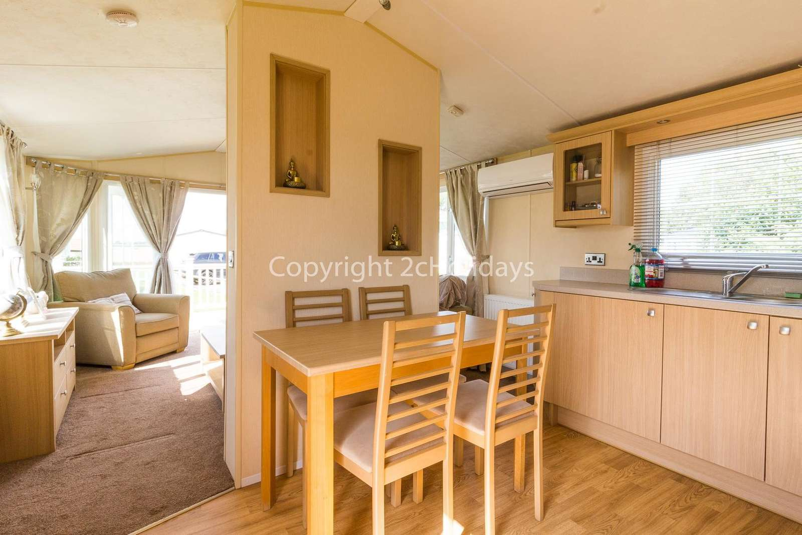 Open plan kitchen/dining area, great for families!